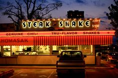 Steak n Shake Main street (Teens drove their cars through semi circle continuously - We all hung out at a place like this, back in the day Memories that will never be, for many Danville Illinois, Bloomington Illinois, Chicago Illinois, Rockford Illinois, Central Illinois, Good Ole, Road Trip Usa, Travel Memories, Route 66