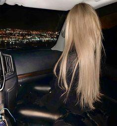 The 74 Hottest Blonde Hair Looks to Copy This Summ+ - The 74 Hottest Blonde Hair Looks to Copy This Summ+ Trendfrisuren William, akkurater Mittelscheitel oder France Cut Cease to live Frisurentrends 2020 sind vielseitig: Lässig, . Prom Hair Medium, Medium Hair Styles, Curly Hair Styles, Hair Cloning, Kylie Jenner Short Hair, Coiffure Hair, Blonde Hair Looks, Long Blond Hair, Balayage Hair