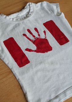 Need Canada day attire? Look no further here is a simple and effective craft idea that could be worn this year at the Canada Day celebration in downtown Niagara Falls. Canada Day Flag, Canada Day 150, Canada Day Shirts, Canada Day Party, Happy Canada Day, Canada Eh, Easy Crafts, Crafts For Kids, Summer Crafts