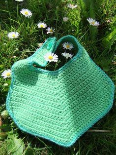 D´jo hanne: Nu med opskrift Crochet Baby Bibs, Crochet For Boys, Crochet Gifts, Crochet Toys, Knit Crochet, Chrochet, Baby Knitting Patterns, Baby Sewing, Diy Clothes