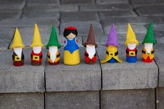 Snow White and the Seven Dwarves Peg People