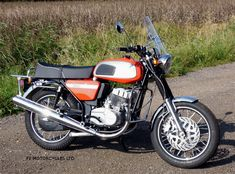 Jawa 350 Retro fitted with screen and carrier from www.jawamotorcycles.co.uk