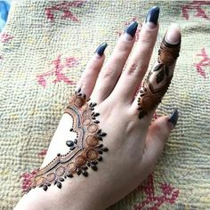 Simple and easy Arabic mehndi Designs for hands Pretty Henna Designs, Henna Tattoo Designs Simple, Simple Arabic Mehndi Designs, Mehndi Designs 2018, Henna Art Designs, Modern Mehndi Designs, Mehndi Designs For Girls, Wedding Mehndi Designs, Mehndi Designs For Fingers