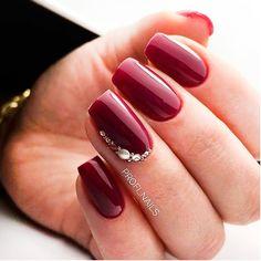 Nagellackfarbe Mouth-Watering Shades of Burgundy Nail Polish - Shellac Nails, Red Nails, Acrylic Nails, Fancy Nails, Cute Nails, Pretty Nails, Elegant Nails, Stylish Nails, Burgundy Nail Polish