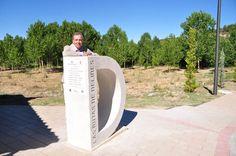 Delibes ya tiene su piedra en La Santa Espina http://www.revcyl.com/www/index.php/component/k2/item/4210-delibes-ya-tiene-su-piedra-en-la-santa-espina