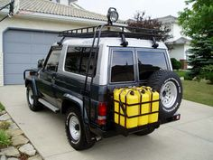 Looking for information about roof racks for 1988 BJ 73 with frp-roof. Must be strong enough to carry a 12 foot aluminum boat weighing about 150 lbs. Land Cruiser 70 Series, Light Truck, Aluminum Boat, Diesel Trucks, Roof Rack, Bmw Cars, Aphrodite, Toyota Land Cruiser, Facades
