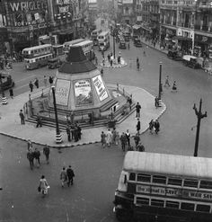 Piccadilly Circus, 1942