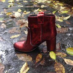 Rain in Milan  #svgt #rain #autumn #red #boots