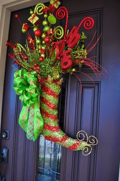 Handmade Christmas wreaths are the best. This is different & so cute!