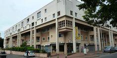 L'immeuble d'habitation créé par l'architecte russe Paul Chemetov à Courcouronnes.