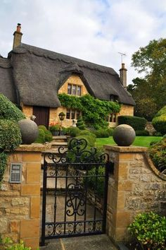 bd6a112b7d24 England Travel Inspiration - English cottage in Chipping Campden… English  Country Cottages