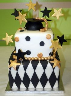 Great black & gold graduation cake!