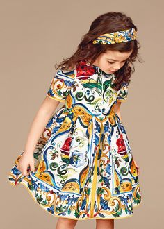 Discover the new Dolce & Gabbana Children Girl Collection for Fall Winter 2016 2017 and get inspired.