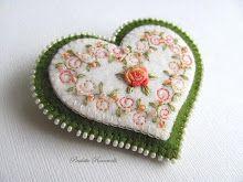 swirly embroidery heart pin - She has many more felt ideas.