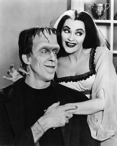 Yvonne De Carlo and Fred Gwynne in The Munsters Munsters Tv Show, The Munsters, Munsters House, La Familia Munster, The Monster Family, Munsters Grandpa, Herman Munster, Pictures Of Lily, Yvonne De Carlo
