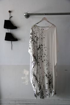 looks like my caftan! Mode Style, Style Me, Black And White Outfit, Black White, White Casual, White Silk, Black Suede, Brown Leather, Diy Fashion