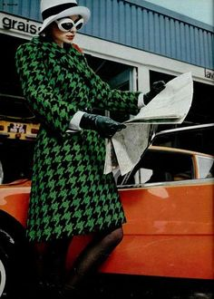 icons vintage & new furniture at Srta. Seventies Fashion, Mod Fashion, 1960s Fashion, Fashion Brands, Vintage Fashion, Vintage 70s, Vintage Style, Fashion Ideas, Houndstooth Coat