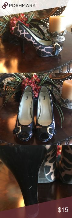 ❤️Massimo leopard print heels size 9 ❤️ These are gorgeous leopard print heels!  They are accented with a small gold buckle on the front. They were gently worn so there are a couple of scuffs (see pics).  Thank you for checking out my closet! Massimo Shoes Heels