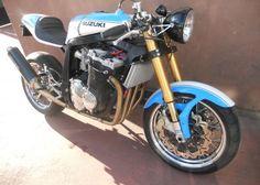 "Racing Cafè: Suzuki GSX-R 1100 ""Cafè Racer Barry Sheene by KMP Best looking Gsxr I've ever seen. Still a gixxer though Ducati, Yamaha, Gsxr 1100, Suzuki Gsx R 750, Side Car, Suzuki Motorcycle, Custom Cafe Racer, Cool Cafe, Old Bikes"