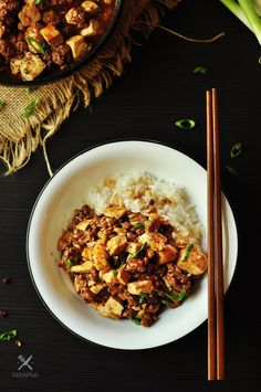 Made with homemade hot chili oil and pepper solids, then simmered in hearty bone broth, this is a traditional Mapo Tofu that made easy and gluten free! Tofu Recipes, Healthy Recipes, Drink Recipes, Healthy Food, Homemade Bone Broth, Beef Bone Broth, Tofu Dishes, Food Website, Gluten Free Recipes