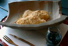 Receta de Warabi mochi, Dulce cubierto de soja http://www.recetasjaponesas.com/2014/05/warabi-mochi.html #receta #cocina #japon #japonesa #recetas #japonesas #mochi
