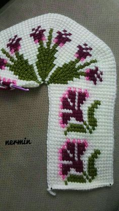 This Pin was discovered by DuyThis post was discovered by Halime Satar.) your own Posts on Unirazi. Tapestry Crochet Patterns, Knitting Patterns, Tunisian Crochet, Knit Crochet, Knitted Baby Clothes, Baby Vest, Knitted Slippers, Crochet Shoes, Baby Knitting