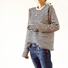 Journée confortable donc... #ootd #outfit #outfitoftheday #fwis #wiwt #lookoftheday #instalook #photooftheday #picoftheday #black #navy #white #look #instafashion #lookdujour #photo #pic #knit #stripes #zadigetvoltaire #jeans #denim #darkblue #replay #jewels #gold #delphinepariente