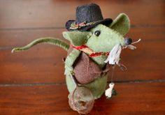 Felt Mouse Tutorial - Grandpa FisherMouse - Basket Side @ insidenanabreadshead.com