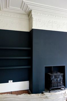 Farrow & Ball Off Black and Shadow White at the Victorian Villa Project matte black walls, white and ivory crown molding. Its an interesting juxtaposition of the modern and the antique aesthetics. Dark Living Rooms, Home Living Room, Living Room Decor, Dark Rooms, Farrow And Ball Living Room, Dining Room, Blue Rooms, Small Living, Blue Living Room Walls