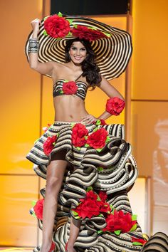 """Miss Colombia Universe 2011 Catalina Robayo: I highlighted this costume of Catalina's in my """"What Will the Miss Univ. Miss Angola, Colombian Culture, Colombian People, Colombian Girls, Carmen Miranda, Beauty And Fashion, Latin Women, Beauty Pageant, Fashion Show"""
