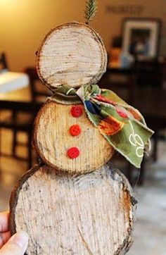 Christmas wooden crafts ideas,wooden snowman for Christmas.It is really like a snowman #wood #crafts #Christmas www.loveitsomuch.com