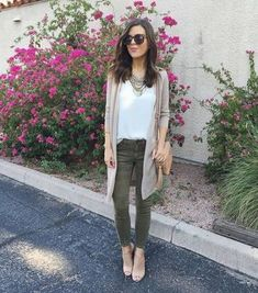 45 Ideas How To Wear Green Pants Olive Skinnies Olive Green Pants Outfit, Olive Green Jeans, Outfits With Green Pants, Olive Skinnies, Olive Skinny Jeans, Mode Outfits, Fall Outfits, Casual Outfits, Fashion Outfits