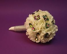 Brooch bouquet.    http://www.weddingthingz.com/1/post/2012/08/brooch-bouquets.html