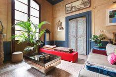 Palacete de Barcelona que mezcla su base del siglo XVIII con elementos más actuales para conseguir un #hogar lleno de personalidad y estilo.
