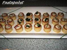 Das perfekte Mit Schinkencreme gefüllte Mini Blätterteig Pasteten-Rezept mit einfacher Schritt-für-Schritt-Anleitung: Für die Creme den Frischkäse in…