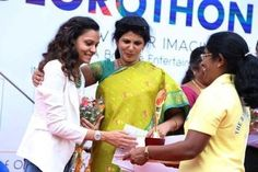 Ms. Usha Mohan felicitating a Guest during Colorothon #preschool #daycare #kindergarten #playschool #Bangalore #India #Whitefield #nursery #colorothon