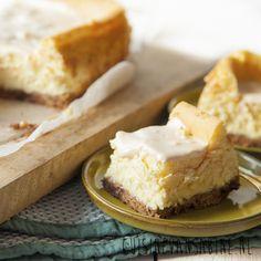 Deze witte chocolade cheesecake met passievrucht is echt ontzettend lekker en makkelijk te maken! | White chocolat cheesecake with passion fruit