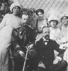 Grand Duchess Olga Alexandrovna , Tsar Nicholas II , Grand Duchess Xenia Alexandrovna , Grand Duke Alexander Mikhailovich , Grand Duchesses Olga and Tatiana