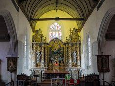 balade photo en Finistère, Bretagne  Intérieur de l'église de Roscoff; tout d'abord, le chœur et son  retable.  © Paul Kerrien: intérieur de l'église de Roscoff (8 photos) balade photo en Finistère, Bretagne