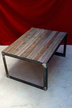 Mesas bajas de hierro y tirantes de lapacho recuperadas trabajadas artesanalmente.  medida: 60 cm por 80 cm de lados por 42 cm de altura.  Disponible tambien con entablonado de pinotea