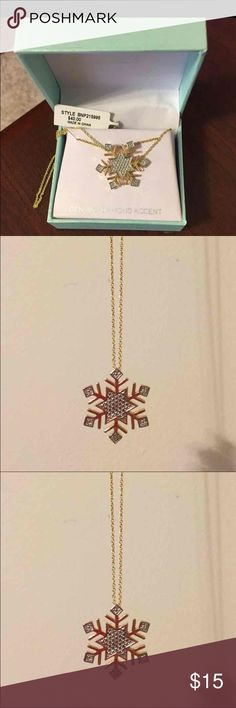 NWT Diamond Accent Snowflake Necklace 🎄❄️🎅🏼🎁 NWT Diamond Accent Snowflake Necklace 🎄❄️🎅🏼🎁 Macy's Jewelry Necklaces