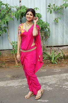 Shilpa Shetty on the sets of Super Dancer Chapter 2 on Dec 2017 Maharashtrian Saree, Marathi Saree, Marathi Bride, Marathi Wedding, Shilpa Shetty Saree, Kashta Saree, Sonakshi Sinha, Pink Saree, Madhuri Dixit