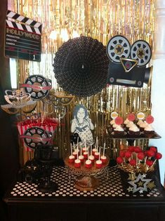"This is THE website for party ideas! Oscar/Academy Awards / New Years ""Oscar viewing party Hollywood Birthday Parties, Hollywood Theme, Movie Night Party, Party Time, Filmstar Party, Soirée Des Oscars, Cinema Party, Red Carpet Party, Movie Themes"