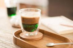 Café con menta, sabroso y lindo a la vista.