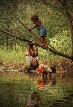 Happy playmates..I wish I have the heart to let my kids do this kind of things for fun!!!!