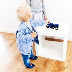 Perfekt für der kleine Maulwurf Fans: Der kleine Maulwurf Lederpuschen zum Krabbeln, Laufenlernen, als Hausschuh oder beim Turnen oder in der KITA    #hobeagermany #krabbelschuhe #lauflerschuhe #lederpuschen #derkleinemaulwurf #babyschuhe #krabbelpuschen #instababy #cute #hobea #kinderschuhe #babyboy #baby #kidsfashion #hobea #handmade #moccs #instafashion #maulwurf #pauli #krecik #babyfashion #nostalgie #kindheitsheld #lederpatschen #lebenmitkindern