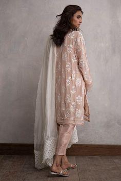 New party dress classy summer 62 Ideas Pakistani Dress Design, Pakistani Outfits, Indian Outfits, Stylish Dresses, Casual Dresses, Fashion Dresses, Casual Shoes, Casual Outfits, Indian Attire