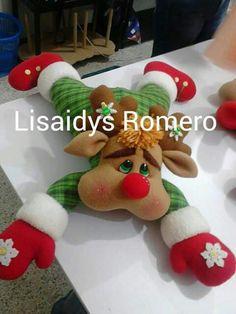 Christmas Gnome, Christmas Ornaments, Elf Legs, Christmas Centerpieces, Scandinavian Christmas, Diy And Crafts, Halloween, Holiday Decor, Candy Cane Reindeer