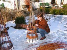 Wicker lichen made easy Landscape Design, Garden Design, Deco Nature, Willow Weaving, Christian Crafts, Willow Branches, Diy Planters, Winter Garden, Trellis