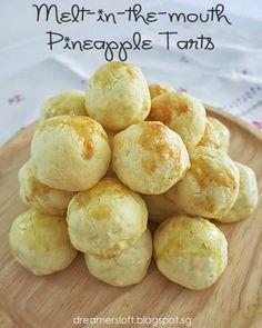 DreamersLoft: CNY Bakes 2014 - Salted Egg Yolk Cookies, Pineapple Tarts and Fried Arrowhead Chips